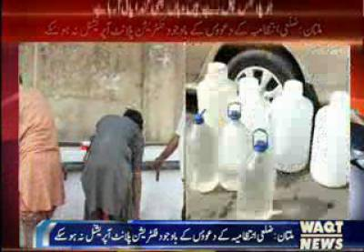 پشاور میں واٹر اینڈ سینی ٹیشن سروسز ملازمین نے اوور ٹائم کی عدم ادائیگی کے خلاف احتجاج کیا۔
