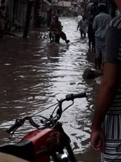 لاہور میں کئی گھنٹے تک جاری رہنے والے بارش نے انتظامیہ کے دعوؤں کا پول کھول دیا