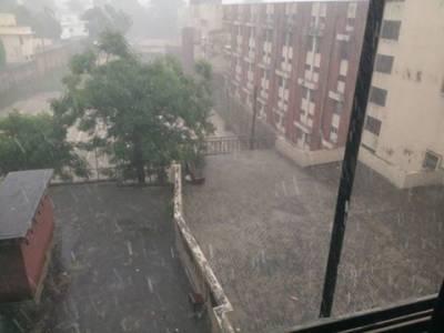 لاہور میں موسلا دھار بارش نے ایک بار پھر انتظامیہ کے دعوؤں کا پول کھول دیا