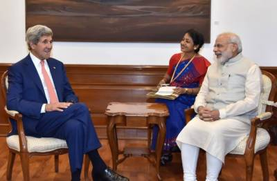 امریکی وزیرخارجہ جان کیری کی بھارتی وزیراعظم نریندر مودی سے ملاقات ,پاک بھارت مذاکرات کی بحالی اور مسائل کے حل کے بارے میں تبادلہ خیال