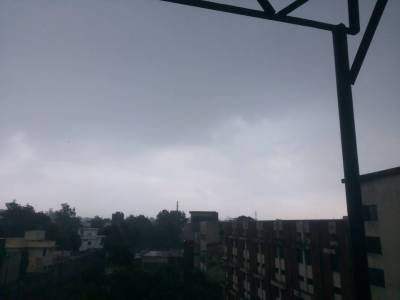 لاہور سمیت پنجاب کے مختلف شہروں میں طوفانی بارش نے نظام زندگی درہم برہم کردیا
