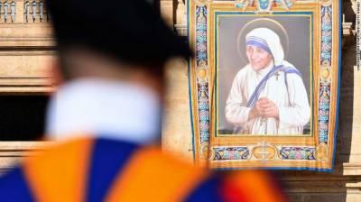 پوپ فرانسز نے مدر ٹریسا کو سینٹ کا درجہ دے دیا