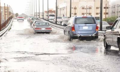 سعودی عرب کے مغربی شہر طائف اور قرب وجوار میں موسلادھار بارشوں کے باعث نشیبی علاقے زیر آب آگئے ہیں