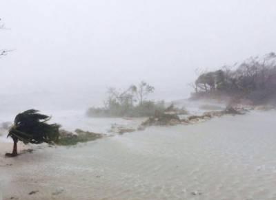 سمندری طوفان میتھیو تباہی پھیلا کر امریکی ساحلی ریاستوں کی طرف بڑھ رہا ہے۔