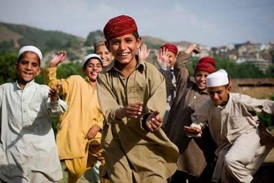 مسکرائیے اور جی بھر کے مسکرائیے، آج پاکستان سمیت دنیا بھر میں مسکراہٹ کا دن منایا جارہا ہے۔