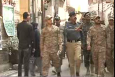 لاہور: پولیس افسران نے پاک فوج اور رینجرزکومحرم کےجلوس کےراستوں اور مختلف امام بارگاہوں کا دورہ کروایا