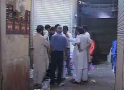 کراچی:صدرمیں چوروں نے پولیس کی جانب سے سیل کی گئی ایمپریس مارکیٹ کا صفایا کردیا۔
