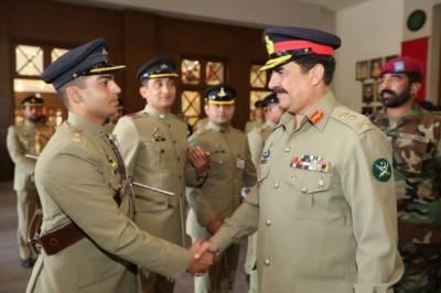 آرمی چیف جنرل راحیل شریف کا پاکستان ملٹری اکیڈمی کاکول کا دورہ ,کیڈٹس کی تربیت اور پیشہ وارانہ صلاحیتوں سے متعلق اقدامات کو سراہا۔