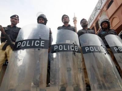 پشاور میں محرم الحرام امن و امان کیلئے مختلف اضلاع سے طلب پولیس اور ایف سی اہلکار پولیس لائنز میں کھلے آسمان تلے رہنے پر مجبور