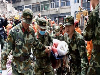 چین میں عمارتیں گرنےکےبعدریسکیو آپریشن جاری ہے،ملبنےسے15گھنٹےبعدایک بچی کوزندہ نکال لیا