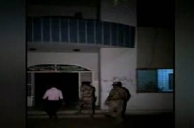 کراچی: سعودآباد سے تین طالبات کے اغواء کا معاملہ نیا رخ اختیارکرگیا، پولیس نے5 لڑکوں کو حراست میں لے لیا۔