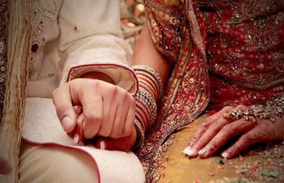 وزیراعلیٰ سندھ کی جانب سے شہر میں شادی ہال رات10بجےبندکے احکامات پر ہال مالکان نے مارکیٹ تاجروں کا ساتھ دینے کا اعلان کردیا۔