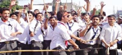 گوجرانوالہ میں انٹر میڈیٹ پارٹ ون کے پیپرز کی غلط مارکنگ کیخلا ف طلبا سڑکوں پر آگئے