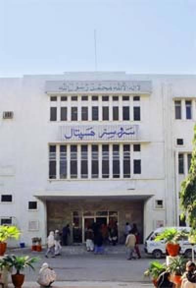 سروسزہسپتال لاہورمیں اچانک بجلی کے ٹرانسفارمرمیں آگ بھڑک اٹھی