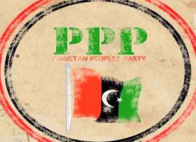 کراچی میں پیپلز پارٹی کی ریلی کے دوران جیالے آپے سے باہر , وقت نیوز کی ٹیم پر تشدد کیا اور وہ صحافیوں کو دھکے دیتے رہے۔
