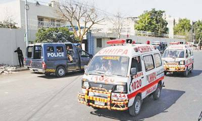 کراچی میں پیپلز پارٹی کی ریلی , پولیس نے ریلی کی گذرگاہوں سے ملحقہ راستے سکیورٹی کے نام پر ایمبولینسز پر بھی بند کر دیے۔