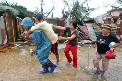 ویتنام میں سمندری طوفان ساریکا سے قبل ہی طوفانی بارشوں اور سیلاب نے تباہی مچادی