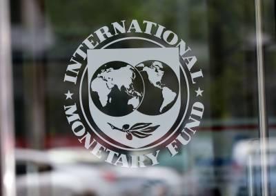 آئی ایم ایف نے آئندہ چار سال کے دوران پاکستان کی اقتصادی ترقی میں سست روی کی پیشگوئی کردی۔