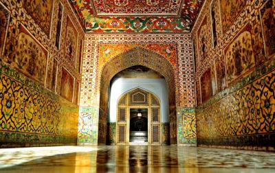 مقبرہ جہانگیر لاہور کو مغلیہ عہد میں تعمیر کئے گئے مقبروں میں ایک بلند مقام حاصل ہے۔جسے دیکھنے کے لیےسیاحوں کی کثیر تعداد شہر لاہور کا رخ کرتی ہے