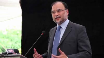 ماحولیاتی آلودگی میں پاکستان کا اتنا حصہ نہیں ہے جتنی یہ قیمت ادا کر رہا ہے، پاکستان نے گزشتہ ایک عشرے میں دو بڑی آفات کا سامنا کیا: احسن اقبال