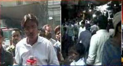 کراچی کے علاقے صدر زیب النساء سٹریٹ پر واقع کپڑا مارکیٹ میں آگ لگنےسےلاکھوں روپے مالیت کا کپڑا جل خاکستر ہو گیا