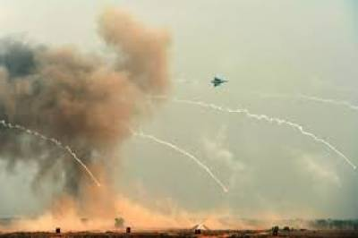 کراچی میں پاکستان ایئر فورس کا معراج طیارہ گر کر تباہ ہوگیا، حادثے میں جہاز کا پائلٹ شہید ہوگیا۔