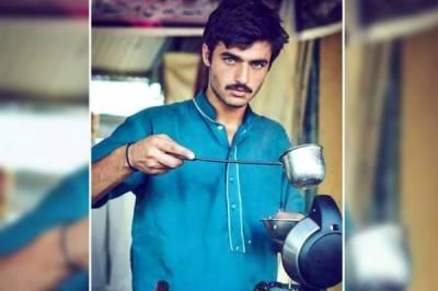 اسلام آباد کے چائے والے نے بھارتی حیسناؤں کے ہوش اڑا دیئے , ٹوئیٹر پر ٹاپ ٹرینڈ بننے کے بعد ہرکوئی اسی کے گن گانے لگا