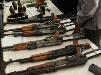 پشاور میں پولیس نے دہشتگردی کا بڑا منصوبہ ناکام بنادیا۔ اسلحہ سے بھری گاڑی پکڑی گئی۔