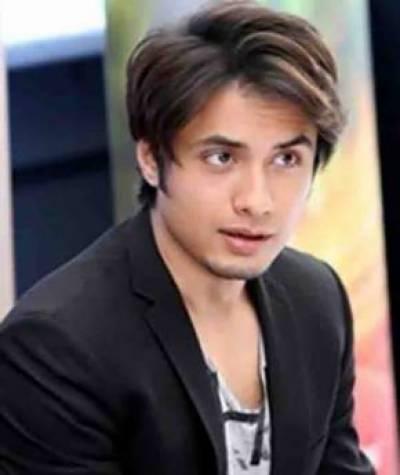 ہدایتکار حسن رحیم نے علی ظفر کو اپنی فلم میں سائن کر لیا