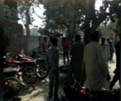 کانہ کاچھا کے علاقے میں تیز رفتار مزدے کی موٹرسائیکل کو ٹکر سے پینسٹھ سالہ خاتون اور اس کی ننھی پوتی جاں بحق ہو گئیں،