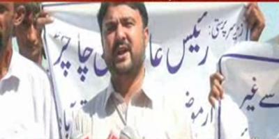 صادق آباد کے علاقے کوٹ سبزل میں کاشت کار سراپا احتجاج ہیں