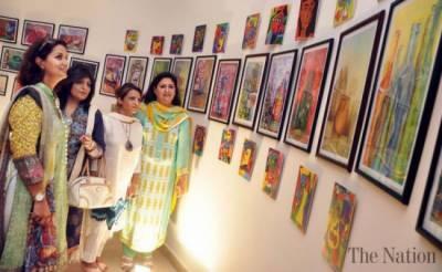 لاہور کے نیشنل کالج آف آرٹس میں فن پاروں کی نمائش کا انعقاد کیا گیا۔