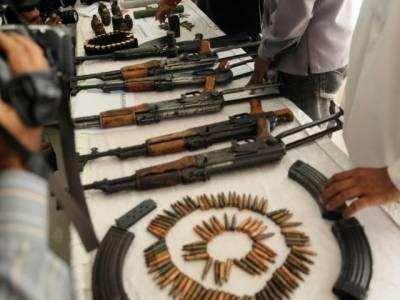 کراچی میں رینجرز کی کارروائی , اسلحہ اور گولا بارود کا ذخیرہ برآمد