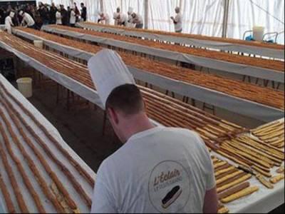 600 میٹر لمبی چاکلیٹ پیسٹری کا عالمی ریکارڈ بیلجئیم کے ماہرشیفس کے نام