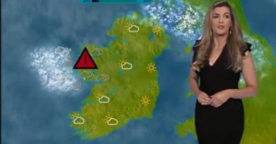ایک ٹی وی چینل کی نیوز براڈ کاسٹر کو شاید یہ معلوم نہیں تھا کہ موسم کی خبریں دیتے دیتے وہ خود بھی خبربننے والی ہے