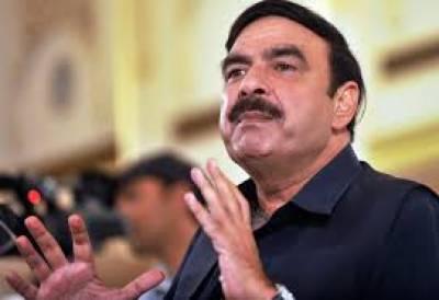 بلاول بھٹو زرداری کی تقریر پر اپنے ردعمل میں شیخ رشید احمد نے کہا کہ وہ عمران خان کی خواہش کے باوجود تحریک انصاف میں شامل نہیں ہوئے۔