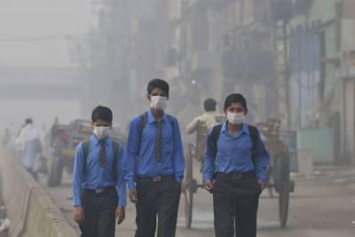 پنجاب کے میدانی علاقوں میں گرد آلود دھند نے شہریوں کی زندگی اجیرن بنا دی۔
