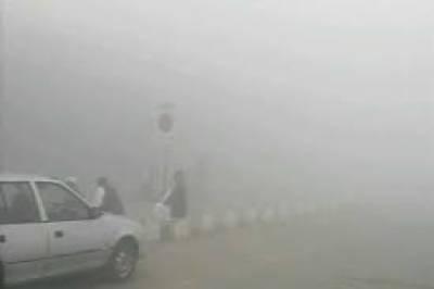 لاہور سمیت پنجاب کے بیشتر میدانی علاقوں میں دھند کا سلسلہ جاری ہے