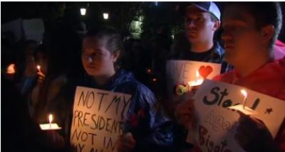 ڈونلڈ ٹرمپ کے صدر منتخب ہونے پر امریکا کی مختلف ریاستوں میں مظاہرے پھوٹ پڑے ہزاروں افراد نے مظاہرہ کیا