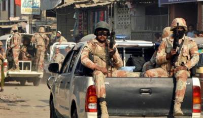 کراچی میں رینجرز نے عزیز آباد کے قریب فیڈرل بی ایریا میں کارروائی کرتے ہوئے ایک سو نوے بلٹ پروف جیکٹس برآمد کرلیں,ترجمان سندھ رینجرز