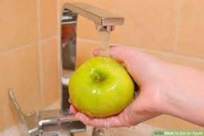 سیب کو بغیر دھوئے کھانا بیماریوں کو دعوت دینا ہے: امریکی ماہرین