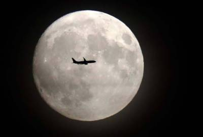 دنیا بھر کی طرح آج پاکستان میں بھی سپر مون ہو گا،آج رات چاند انتہائی بڑا اور معمول سے کہیں زیادہ روشن ہوگا