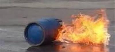 ڈسکہ میں سمبڑیال روڈ پر گیس سلنڈر کی دکان میں دھماکے کے بعد آگ لگ گئی