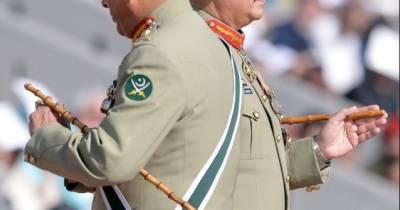 پاک فوج میں بریگیڈ اور اس سے اوپر کے رینک میں ترقی پانے والے ہر افسر کو چھڑی سونپنی جاتی ہے،