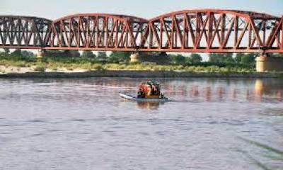 بہاولپور میں دریائے ستلج پر موجود تاریخی ریلوے پل دوصوبوں کو ملانے کا واحد ذریعہ ہے