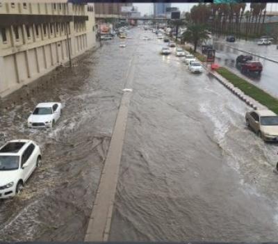 سعودی عرب کے مختلف علاقوں میں شدید بارشوں اور سیلاب کے نتیجے میں7افراد جاں بحق اور درجنوں زخمی ہوگئے