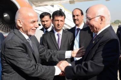 مشیر خارجہ نے کانفرنس میں شرکت سے پہلے افغان صدر اشرف غنی سے ملاقات کی اس دوران افغانستان اور خطے میں امن و امان پر بات کی گئی