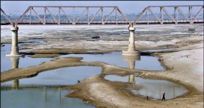 دریائے سندھ میں پانی کی کمی کے باعث نہ صرف حیدرآباد کے مچھیروں بلکہ دریا کے قریب آباد لوگوں کو بھی پریشانی کا سامنا ہے،