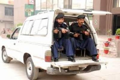 کراچی میں سیکیورٹی اداروں نےکارروائی کرتےہوئے لیاری گینگ وار اہم روپوش ملزم عبدالرزاق بلوچ عرف ڈاڈا کو گرفتار کرلیا