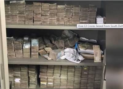 بھارتی دارالحکومت دہلی کی پولیس نےلا فرم سے تیرہ کروڑ روپے برآمد کرلیے جن میں دو کروڑ کے نئے نوٹ بھی شامل ہیں